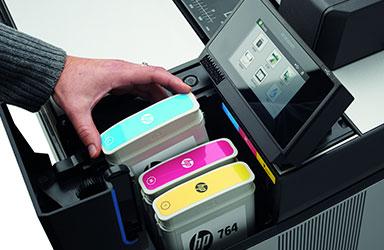 作業負荷を減らすダブルロール、大容量インク採用