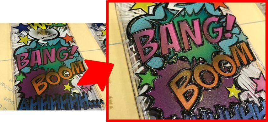 (左)カラー+白印刷のみ(右)ロゴの輪郭をグロス厚盛り印刷