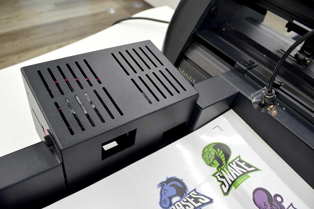 カッティングマシン・カッティングプロッター GCC JaguarVLXの他製品との違い:静電気による紙の重なりを防止する「ファン」(4か所)